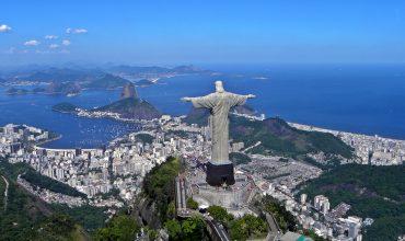 """Hlavný favorit na prezidenta podpísal záväzok presadzovať """"katolícke hodnoty"""" v Brazílii"""