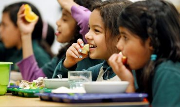 SNS chce rodinám s deťmi zdražieť potraviny, aby tak zaplatili stíhačky