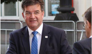 Minister Lajčák brnká Slovákom na nervy