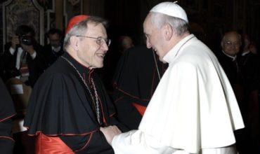 Kardinál Kasper: Vo Vatikáne sa pripravuje zosadenie pápeža