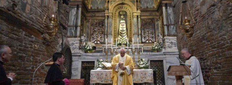 Pápež zavítal do Loreta, kde sa nachádza pôvodný dom, v ktorom anjel zvestoval Márii narodenie Krista