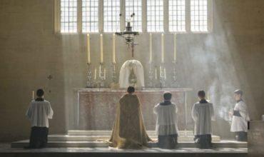 Prečo katolíci radi kľačia?