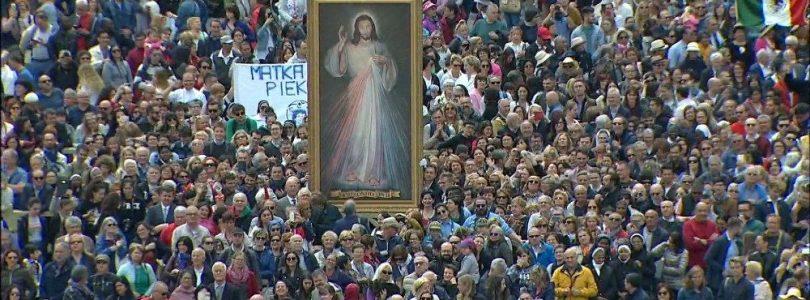 Papež na Nedeľu Božieho milosrdenstva: Chýba ti pokoj? Dotkni sa Ježišových rán!
