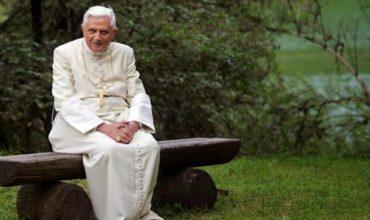 Benedikt XVI. prelomil mlčanie. Homosexualita prenikla do seminárov, moje knihy bolo zakázané čítať.