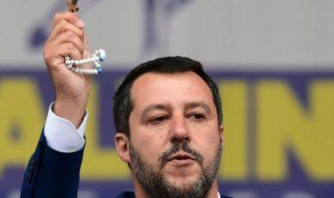 """Vatikán: """"Ak by požiadal Salvini o požehnanie, nedostal by ho."""""""