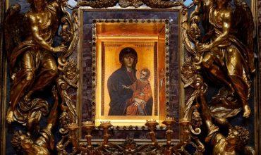 Pred cestou do Bulharska sa pápež modlil pred mariánskou ikonou