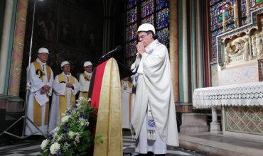 Slúžili omšu v Notre Dame, aby si všetci uvedomili, že katedrála patrí Bohu