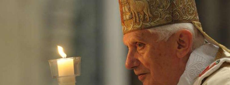Vatikán poprel, že Benedikt XVI dostal infarkt