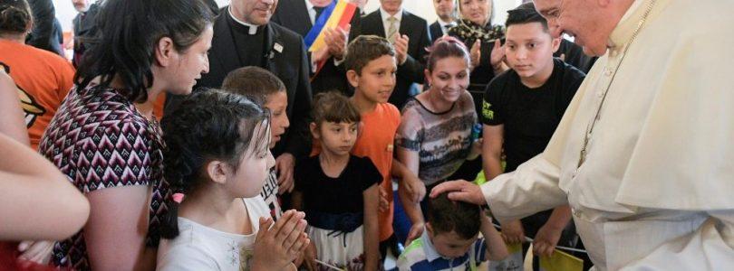 Pápež v Rumunsku pozval Rómov do cirkvi