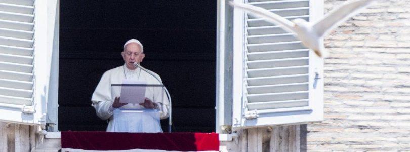 Pápež: Eucharistia nám nesmie zovšednieť, nech je vždy ako prvé sväté prijímanie