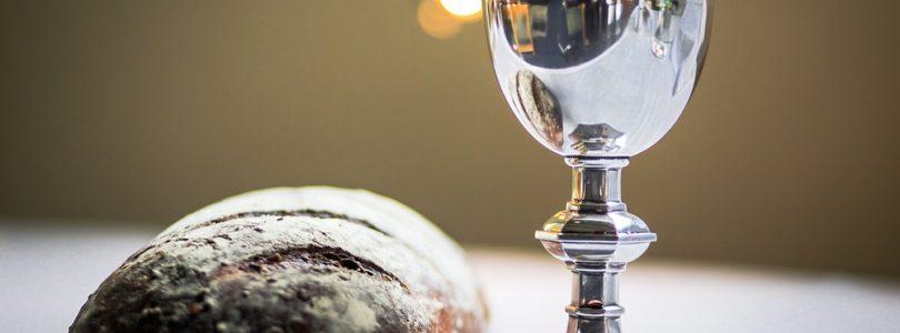 Čo sa deje pri konsekrácii chleba a vína?