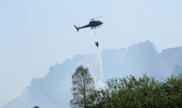 Kolumbijský biskup pokropí z helikoptéry svätenou vodou mesto vrážd, aby vyhnal diabla z ulíc