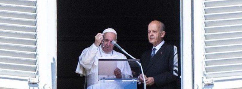 Svätý Otec František požehnal ružence pre rodiny obetí vojny v Sýrii